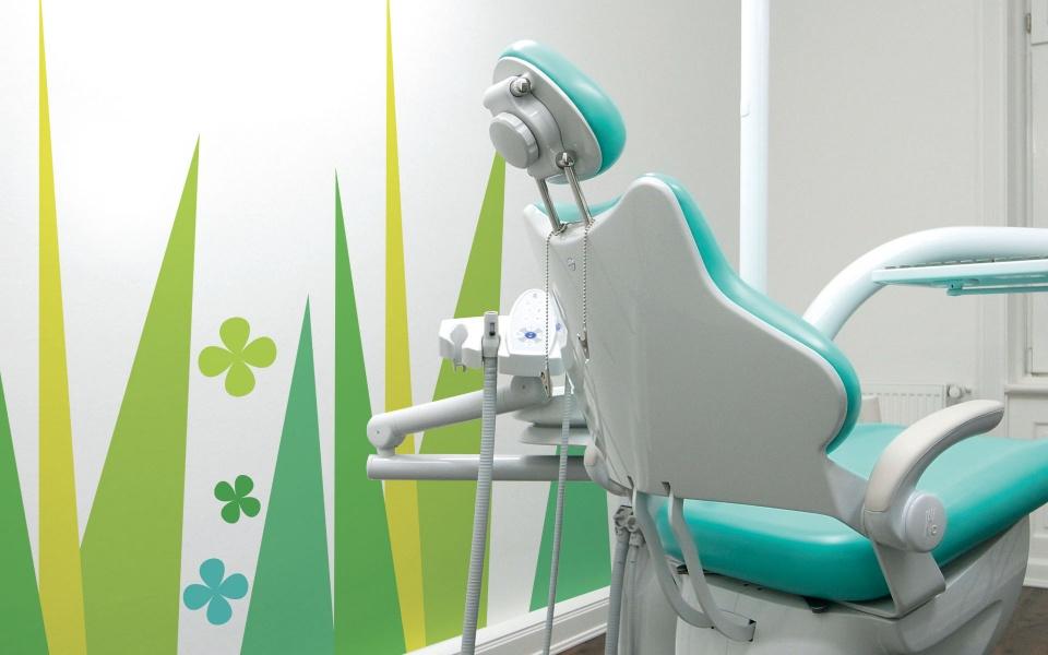 Arztpraxis Wandgestaltung Farbgestaltung
