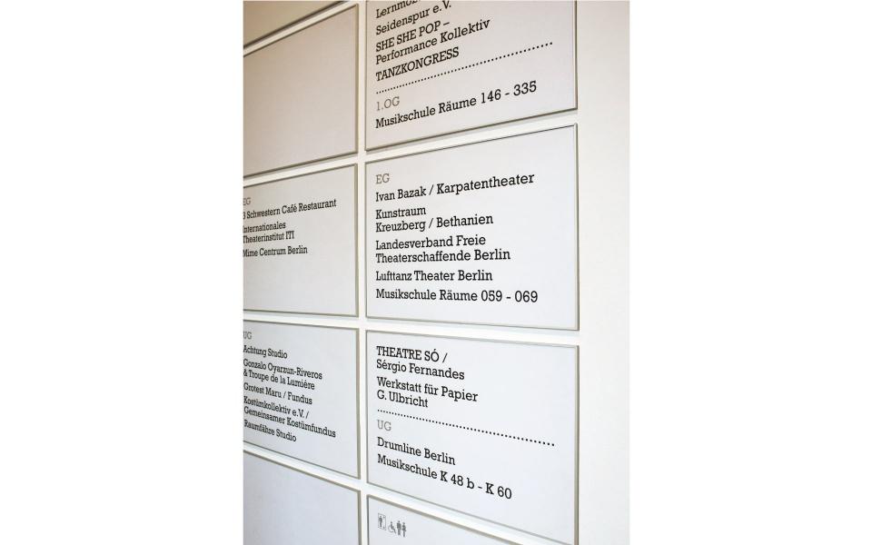 Kunstquartier Bethanien Beschriftung in Wechselrahmen