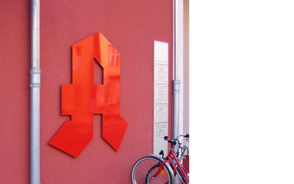 Apotheke Orientierungssystem Beschilderung Berlin
