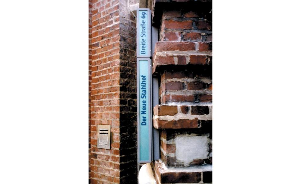 Der Neue Stahlhof Orientierungssystem Beschilderung Leitsystem Denkmalschutz