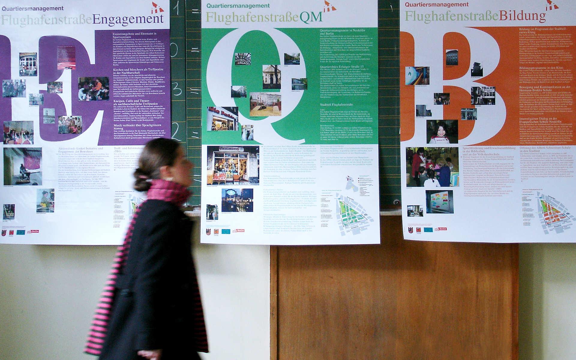 Flughafenstrasse Informationsplakate Ausstellung Berlin