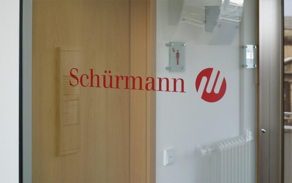 Schuermann Tuerbeschriftung Folienbeschriftung Beschilderungen