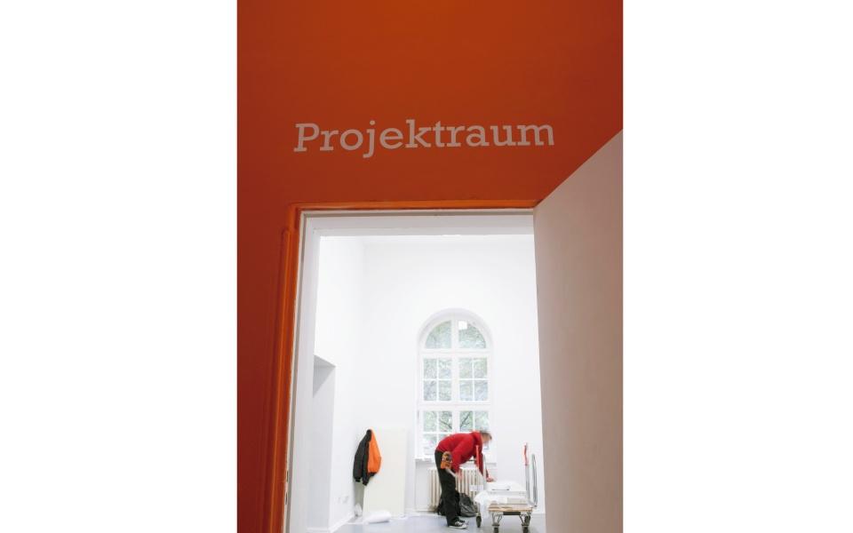 kunstquartier Bethanien Foliengestaltung Wand Orientierungssystem Berlin