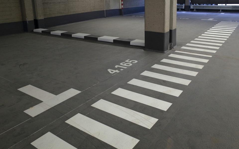 Luetzowstrasse Leitsystem Beschilderung Parkgarage Berlin Schilder UV2