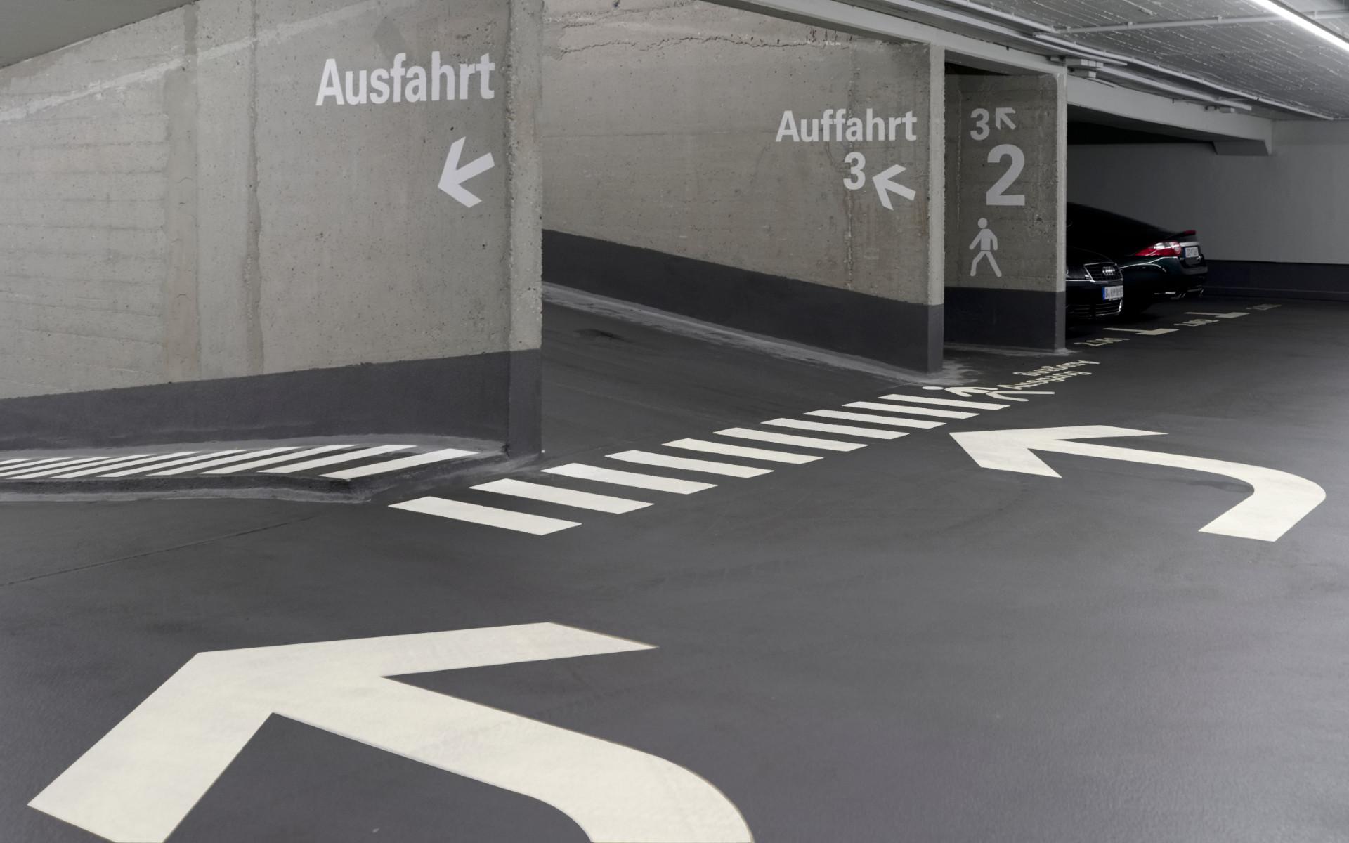 Parkgarage Piktogram Beschriftung Buerohaus Beschilderung Leitsystem Design Berlin