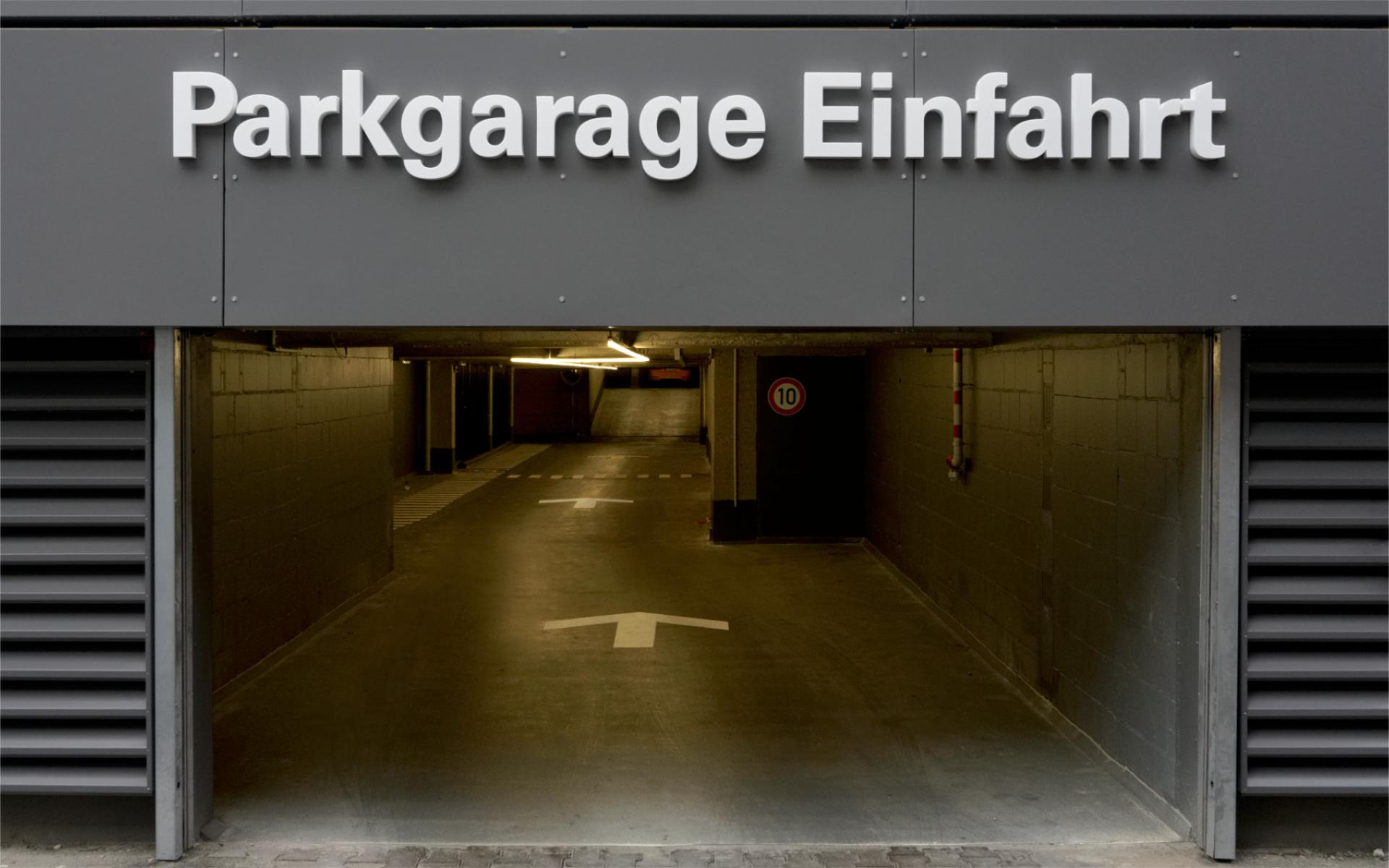 Parkhausbeschriftung Beschilderung Leitsystem Leuchtbuchstaben Berlin