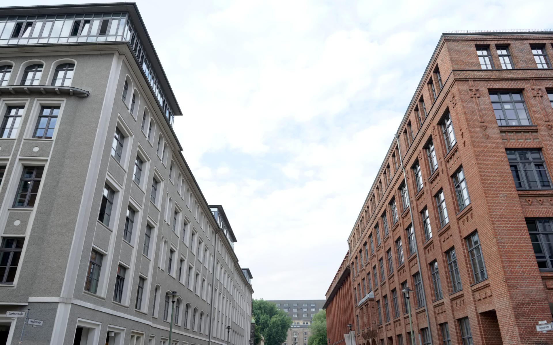 Oberbaumcity Denkmalschutz Mieteruebersicht Buerohaus Beschilderung Leitsystem Design Berlin